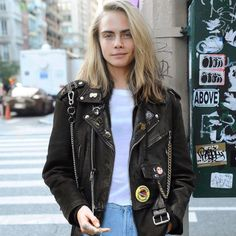 Cara Delevingne for The Vintage Twin store. Cara Delevingne Hair, Cara Delevingne Photoshoot, Cool Outfits, Fashion Outfits, Womens Fashion, Tomboy Fashion, Tomboy Aesthetic, Cara Delvingne, Business Fashion