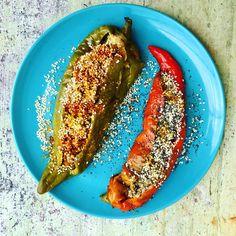 Peperoni ripieni alla Yotam Ottolenghi.  Qui la ricetta: http://lakasbahtragliulivi.com