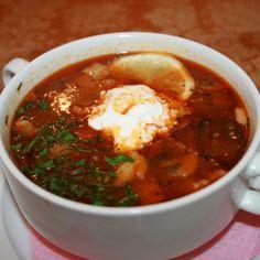 "Solyanka ""Bun princíp"" Dajte na dne suda Soup Recipes, Cooking Recipes, Tasty, Yummy Food, Russian Recipes, Chili, Health Fitness, Food And Drink, Kitchens"