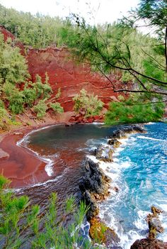 Red sand beach on the coast of Hana, Maui. Hana is a quaint town on the way to the famed Seven Sacred Pools (not to be missed when visiting the island of Maui). Maui Travel, Hawaii Vacation, Dream Vacations, Vacation Spots, Mahalo Hawaii, Maui Hawaii, Hawaii Hawaii, Places To Travel, Places To See