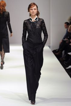 Clements Ribeiro Fall 2011 Ready-to-Wear Collection Photos - Vogue