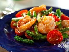 Sesame Shrimp and Asparagus Stir-Fry - Homemade stir-fries are an easy, much-healthier dinner option than takeout. This fresh shrimp and asparagus recipe has great flavor thanks to sesame seeds and fresh grated ginger. Asparagus Stir Fry, Shrimp And Asparagus, Asparagus Recipe, Asparagus Salad, Shrimp Pasta, Asian Dinner Recipes, Asian Recipes, Ethnic Recipes, Chinese Recipes