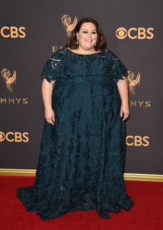Chrissy Metz wearing a custom Lela Rose dress with Stuart Weitzman shoes and jewels by Neil Lane and Gilan on the Emmys Red Carpet Plus Size Gowns, Plus Size Outfits, Red Carpet Dresses, Blue Dresses, Plus Size Yoga, Curvy Girl Lingerie, Big Size Dress, Plus Size Fashion Tips, Bridesmaid Dresses Plus Size