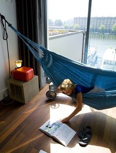 An indoor hammock? I should have thought about this before. Definitely going to set this up when I get my house. Indoor Hammock, Hammock Swing, Hammock In Bedroom, Bookshelf Plans, Relax, Up House, Rooms Home Decor, Boy Room, My Dream Home
