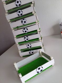 Children's party with a football theme - Celebrat : Home of Celebration, Events to Celebrate, Wishes, Gifts ideas and more ! Soccer Birthday Parties, Football Birthday, Soccer Party, Sports Party, Birthday Party Themes, Barcelona Party, Soccer Banquet, Theme Sport, Football Themes