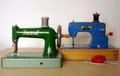 ✄ Antique sewing machine