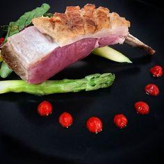 Carré d'agneau à la fêta et pulpe de piquillos... #menubistronomique #carredagneau #agneau #lamb #piquillos #Food #Foodista #PornFood #Cuisine #Yummy #Cooking