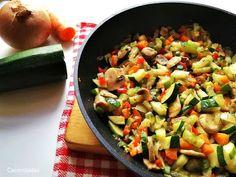 ▷Receta fácil y saludable de salteado de verduras. Sencilla receta en la que podrás añadir multitud de verduras a tu gusto. Con estas ricas verduras podrás preparar muchos platos e incluso tomarlas como acompañamiento de carnes, pescados, huevos, arroces... Southern Green Beans, Southern Greens, Feta, Dip, Thanksgiving Side Dishes, Holiday Dinner, Easy Healthy Recipes, Healthy Life, Food And Drink