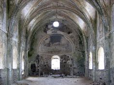 Ghost Towns: 20 Haunting Abandoned Villages of the World Abandoned Churches, Abandoned Places, Mein Land, Mountain Village, Historical Monuments, Kayak, Ghost Towns, Middle East, Ghosts