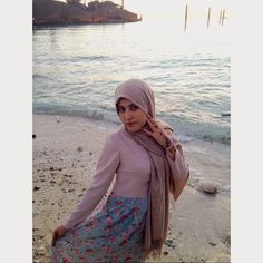 At #Kish_Island, #Iran An #artistic #photography I'm near the #Greek_ship , which isn't useable now and my floral dress is sewed by me. The #sea in #Persian_gulf is incredibly #blue and #fascinating 💖 #Floral #Hijab #Fashion #ILoveHijab #Hijab #حجاب #hijabfashion #muslim #LoveHijab #outfit #hijabstyle #hijabstreet #StreetStyle #Kish #Persia
