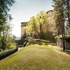 Il castello di Compiano è una fortificazione strettamente collegata al piccolo borgo di Compiano che domina dall'alto. Posto in alta val di Taro in provincia di Parma. #castello #turismo #parma