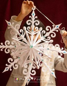 Diy Snowflake Decorations, Paper Christmas Decorations, Christmas Paper Crafts, Holiday Crafts, Paper Snowflake Template, Paper Snowflake Patterns, 3d Paper Snowflakes, Snowflake Origami, 3d Christmas