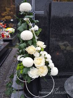 Church Flower Arrangements, Christmas Arrangements, Floral Arrangements, Cemetery Decorations, Memorial Flowers, Cemetery Flowers, Funeral Flowers, Flower Aesthetic, Arte Floral