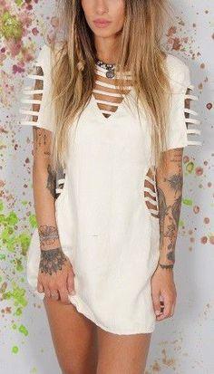 Zerschnittene Shirts, Diy Cut Shirts, T Shirt Diy, Ripped Shirts, Cut Shirt Designs, Diy Vestido, Cut Up T Shirt, Diy Fashion, Fashion Outfits