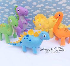 Felt Animal Patterns, Stuffed Animal Patterns, Baby Knitting Patterns, Dinosaur Stuffed Animal, Die Dinos Baby, Baby Dino, Clay Crafts, Felt Crafts, Felt Dragon