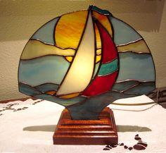 ❧ BELLE LAMPE BATEAU À VOILE ❧ Vitrail Tiffany Artisanal Décoration Chambre d'enfant : Luminaires par magie-du-vitrail
