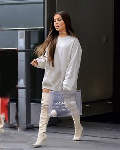 Ariana Grande en cuissardes nude - Celebrity Style Box: Celebrity Style Fashion and Latest Trends Ariana Grande Tumblr, Ariana Grande Fotos, Ariana Grande Concert, Ariana Grande Cute, Ariana Grande Outfits Casual, Casual Outfits, Celebrity Outfits, Celebrity Style, Adriana Grande