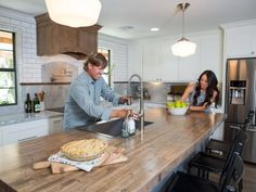 Joanna gaines kitchen designs chip reveals his biggest nightmare on fixer upper styles . Chip Gaines, Chip And Joanna Gaines, Fixer Upper Kitchen, New Kitchen, Joanna Gaines Kitchen, Wood Pellet Stoves, Fancy Kitchens, Wooden Dining Tables, Retro Furniture