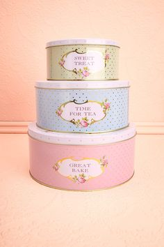 Pastel Cookie Tins ♥ Lorsque la cuisine embaume la cannelle, le chocolat et le sucre fondu, l'heure du dessert arrive! When the kitchen is filled with fragrances of cinnamon, chocolate and melted sugar, it's time for dessert!