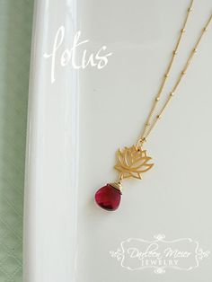 Fleur de Lotus Pendentif Charm avec collier en par darleenmeier, $42.00