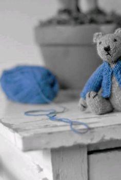 knit teddy a scarf-in blue!