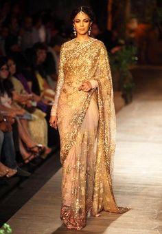 Sabyasachi bridal saree saris vogue wedding 63 Ideas for 2019 Sabyasachi Dresses, Pakistani Dresses, Indian Dresses, Indian Outfits, Pakistani Bridal, Sari Design, Bollywood Saree, Ethnic Fashion, Indian Fashion
