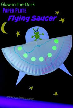 Paper Plate Flying Saucer Craft. Click the picture to view the tutorial and watch it glow! Paper Plate Art, Paper Plate Crafts For Kids, Paper Plates, Craft Kids, Kids Crafts, Space Preschool, Space Activities Kids, Space Crafts Preschool, Outer Space Crafts For Kids