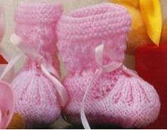 Sapatinho de Tricô Rosa   Material: 100 g de lã própria para bebê na cor rosa. Fita de cetim com 0,5 cm de largura. Agulhas esmaltadas para ...