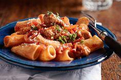 Rigatonis con salchicha y tomates Receta
