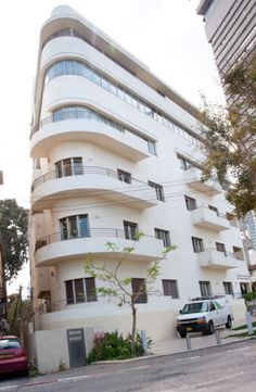 """Tel Aviv is nicknamed the """"White City"""" for its 4,000+ Bauhaus buildings -- the most such buildings in the world!"""
