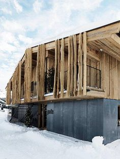 BAU in a dozen – from Caparol to Sto – hemp on the wall or vintage concrete? Huge glass windows with a finger move or a facade in parametric look? A look at the most interesting novelties of BAU Source by mbentenrieder Wood Facade, Wood Cladding, Beautiful Small Homes, Chalet Style, Small Buildings, Facade Architecture, House In The Woods, Construction, House Styles