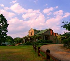 Old Halliwell Country Inn Conference Venue Midlands Meander, South Africa www.midlandsmeander.co.za A building and area with a rich and fascinating history.