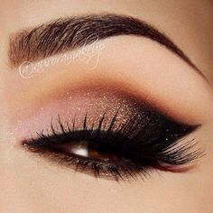 A very trendy make-up style is the smokey cat eye makeup. Personally, I love the look- it extends the eye, can be used in many scenes casual/elegant, and works for many different faces. Cat Eye Makeup, Smokey Eye Makeup, Skin Makeup, Makeup Eyeshadow, Eyeshadows, Dramatic Eyeliner, Makeup Contouring, Smoky Eye, Glitter Eyeshadow