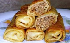 Pancakes stuffed with meat Serbian Recipes, Ukrainian Recipes, Russian Recipes, Food Cravings, Quick Easy Meals, Food Photo, Food Dishes, Food Inspiration, Love Food