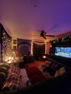 Chill Room, Cozy Room, Room Design Bedroom, Room Ideas Bedroom, Men Bedroom, Rock Bedroom, Bedroom Inspo, Grunge Bedroom, Indie Room Decor
