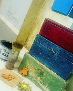 El Otoño llega a #Tratetiendataller con mucho color gracias a #ChalkPaint #AnnieSloan. #EmperorsSilk + #SoftWaxDark #AubussonBlue + #WaxWhite