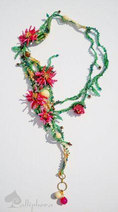 collana Primavera con fiori e foglie di Calliphorabeads su Etsy