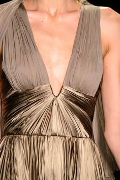 Dennis Basso at New York Fashion Week Spring 2017 - Details Runway Photos Elegant Dinner Party, Dennis Basso, Donna Karan, Couture Dresses, Wearable Art, Ready To Wear, Fashion Show, Spring Summer, Gowns