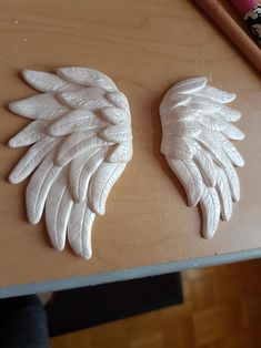 Handcrafted Polymer Clay Angel Wing Pair Ornament Keepsake Gift – Angel Ornament Memorial Gift – Set of 2 – Air Dry Clay Polymer Clay Christmas, Cute Polymer Clay, Polymer Clay Projects, Handmade Polymer Clay, Clay Ornaments, Angel Ornaments, Clay Angel, Angel Wings Wall, Memorial Gifts
