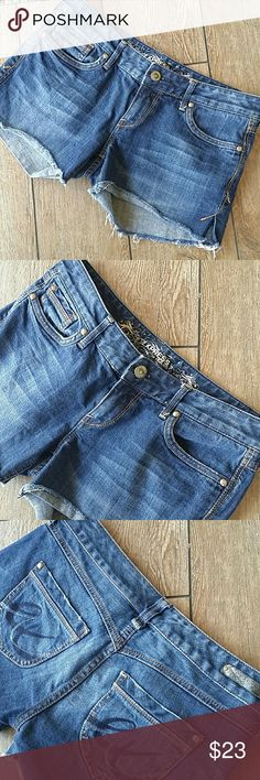 "EXPRESS CUTOFF JEAN SHORTS Dark rinse cutoff jean shorts Low rise Side slit at bottom of leg Button/zip close Approx 3.5"" inseam No rips or stains Smoke free home Express Shorts Jean Shorts"