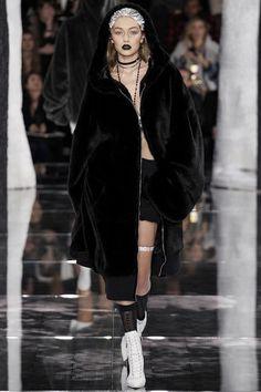 Gigi Hadid: Catwalk CV