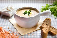Čočková polévka krásně zasytí, díky zázvoru je navíc ideální do chladných podzimních dnů; Mona Martinů