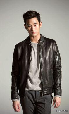 170131 SBS Entertainment ~ Hallyu Star Kim Soo hyun hobby more than his hobby Cr. Asian Actors, Korean Actors, Korean Dramas, Korean Celebrities, Celebs, My Love From The Star, Poster Boys, Hot Asian Men, Hallyu Star