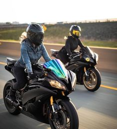 uch a great picture! ✊️😈 Always ride safe & wear your gear👋 Yamaha R6, Suzuki Hayabusa, Biker Chick, Biker Girl, Super Bikes, Bff, Motocross, Art Moto, Motorcycle Gps