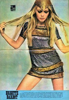 Brigitte Bardot models a metal Paco Rabanne dress, Old School Fashion, Mod Fashion, 1960s Fashion, Fashion Models, Vintage Fashion, Womens Fashion, Fashion Trends, Cheap Fashion, Fashion Designers