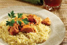 POULTRY WEEK Turkey bites in creamy aromatic tomato and wine sauce served with orzo pasta Greek Chicken, Chicken Pasta, Good Food, Yummy Food, Tasty, Delicious Recipes, Wine Sauce, Orzo, Greek Recipes