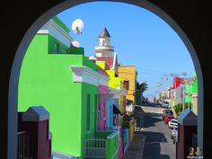 Bo Kaap - known for its Muslim architecture (and duh, day glow buildings), its coblestone streets lead you to a multicultural area rich in history South Afrika, Day Glow, Cape Town South Africa, Travel Wallpaper, Luxury Holidays, World Of Color, Photo Projects, Rest Of The World, Countries Of The World