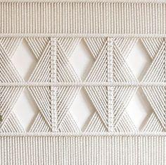 16 super Ideas for wall tapestry headboard decor Tapestry Headboard, Headboard Decor, Wall Tapestry, Macrame Art, Macrame Design, Macrame Projects, Macrame Modern, Macrame Knots, Macrame Wall Hanger