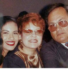 Selena with her parents