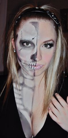Check Out 20 Pretty Halloween Makeup Ideas To Try. We've got 20 Halloween makeup ideas to take your spooky look to the next level. Pretty Halloween, Halloween Inspo, Halloween Doll, Scary Halloween, Halloween Crafts, Halloween Party, Halloween Face Makeup, Halloween 2013, Spooky Scary